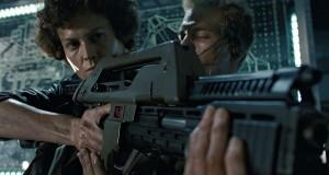 Vend objet de collection SF : réplique du «Pulse Rifle M41-A» des marines coloniaux du film Aliens de James Cameron